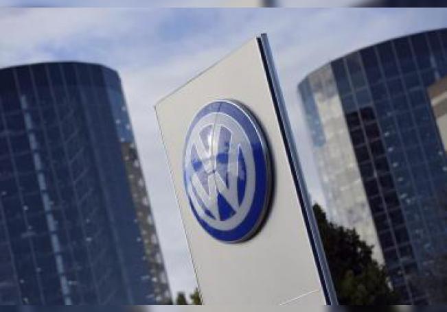 Fotografía de archivo del logotipo de Volkswagen en la ciudad del automóvil en Wolfsburgo (Alemania). EFE/Rainer Jensen/Archivo