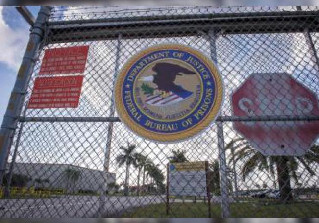 Vista de la entrada de la Institución Correccional Federal (FCI) de Miami, Florida. EFE/Giorgio Viera/Archivo