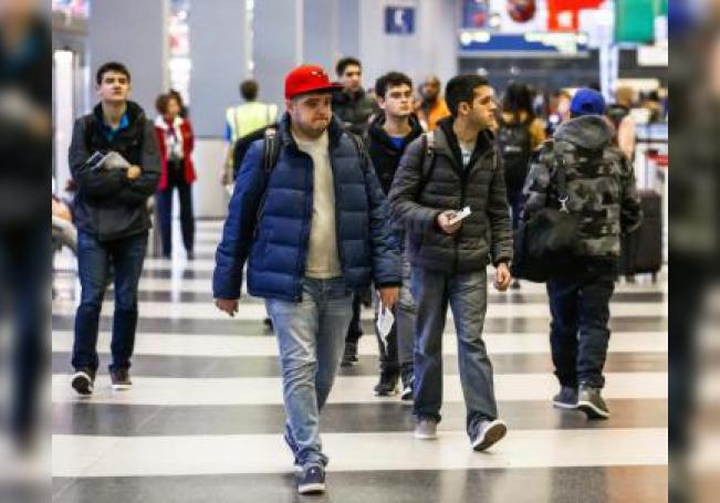 El pasajeropresentaba síntomas de estar enfermo después de aterrizar de un vuelo procedente de la Ciudad de México.