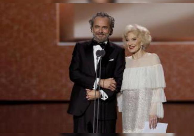 Los actores José Coronado y Marisa Paredes durante la gala de los Premios Goya 2020 que se han celebrado hoy sábado en el Palacio de los Deportes José María Martín Carpena, en Málaga. EFE/Chema Moya.