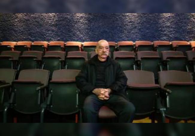 Fotografía fechada el 25 de enero de 2020, del productor teatral Abraham Oceransky Quintero durante una entrevista con Efe, en la ciudad de Veracruz (México). EFE/ Miguel Victoria