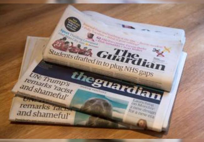 """Vista de un ejemplar del periódico británico """"The Guardian"""". EFE/ Will Oliver/Archivo"""