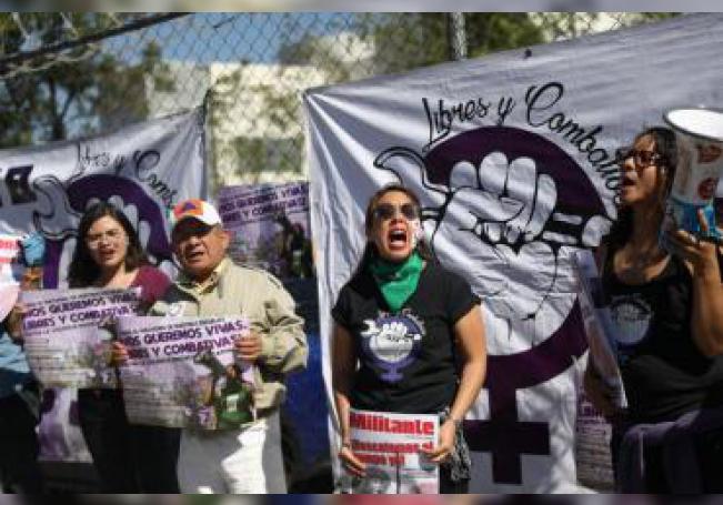 La concentración fue convocada por el colectivo feminista Libres y Combativas, dado que una de las víctimas es miembro de esta agrupación, quien el 20 de diciembre de 2018 fue secuestrada al abordar el taxi, violada en un motel y abandonada en la calle.