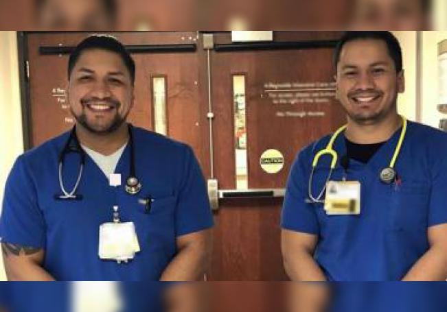 Fotografía personal cedida donde aparecen los hermanos mexicanos Guillermo y Jonathan Vargas, que son enfermeros en la unidad de cuidados intensivos de un hospital de la ciudad de Greensboro, en Carolina del Norte. EFE/Familia Vargas /SOLO USO EDITORIAL /NO VENTAS
