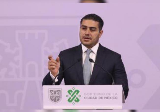 El titular de la Secretaría de Seguridad Ciudadana (SSC) de la Ciudad de México, Omar García Harfuch, participa durante una rueda de prensa en Ciudad de México (México). EFE/José Pazos/Archivo