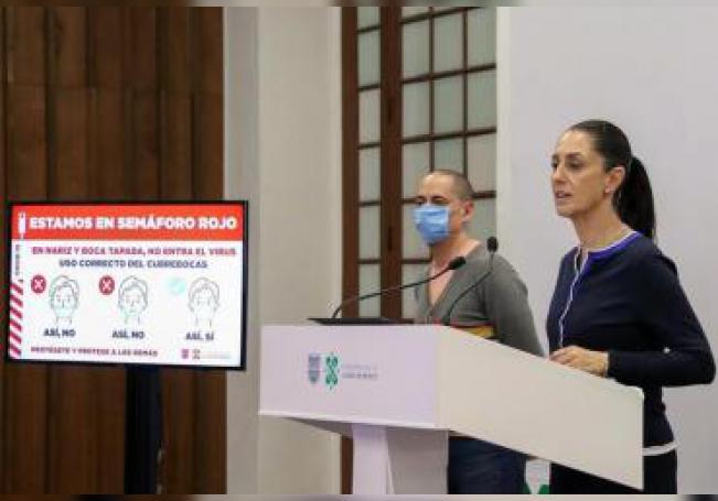 La jefa de Gobierno de la Ciudad de México, Claudia Sheinbaum (d), habla durante una rueda de prensa en Ciudad de México (México). EFE/José Pazos/Archivo
