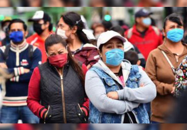 Fotografía del 11 de junio de 2020 de empleados informales durante una protesta en Ciudad de México (México). EFE/Jorge Núñez