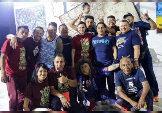 Fotografía cedida por la Compañía de Teatro Penitenciario que muestra a sus integrantes al termino de una función el 2 de agosto de 2019 en Ciudad de México (México). EFE/Compañía de Teatro Penitenciario/SOLO USO EDITORIAL