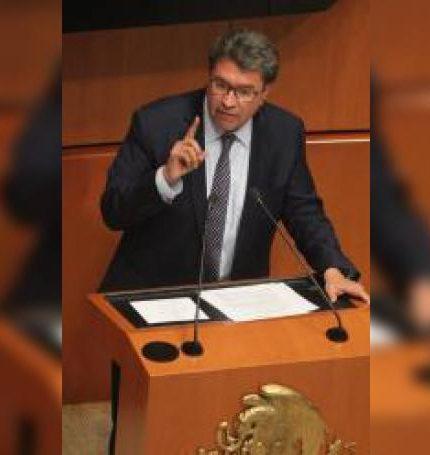 El senador Ricardo Monreal habla durante una sesión del Senado de la República, en Ciudad de México (México). EFE/Mario Guzmán/Archivo