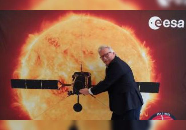 El director de Ciencia de la Agencia Espacial Europea (ESA), Günther Hasinger, posa para Efe con motivo del despegue de la misión Solar Orbiter hacia el Sol. EFE/ Carmen Rodríguez/ Archivo