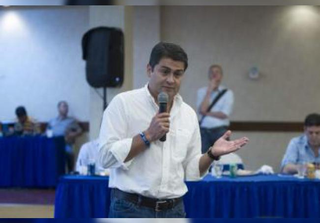 El presidente de Honduras, Juan Orlando Hernández (c). EFE/Gustavo Amador/Archivo