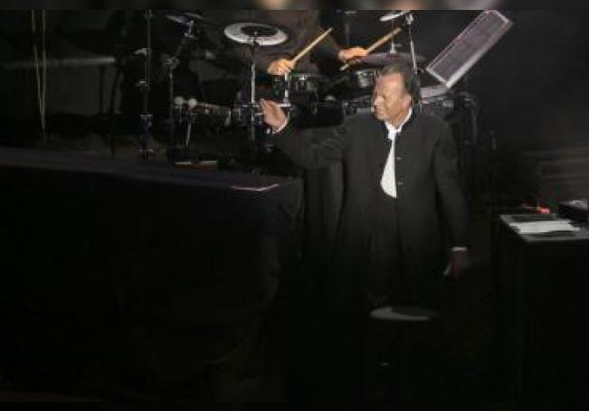 Julio Iglesias durante una actuación. EFE/Ángel Medina G./ Archivo
