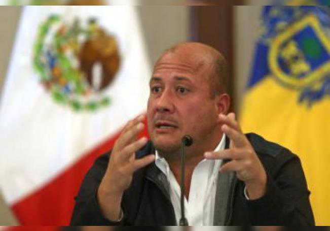Fotografía que muestra al gobernador de Jalisco, Enrique Alfaro Ramírez, durante una rueda de prensa en la ciudad de Guadalajara, estado de Jalisco (México). EFE/Francisco Guasco/Archivo