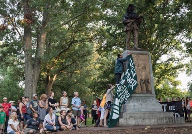 Esta decisión llega después de que, en el contexto de las protestas raciales de las últimas semanas, numerosas estatuas de personajes históricos hayan sido atacadas.