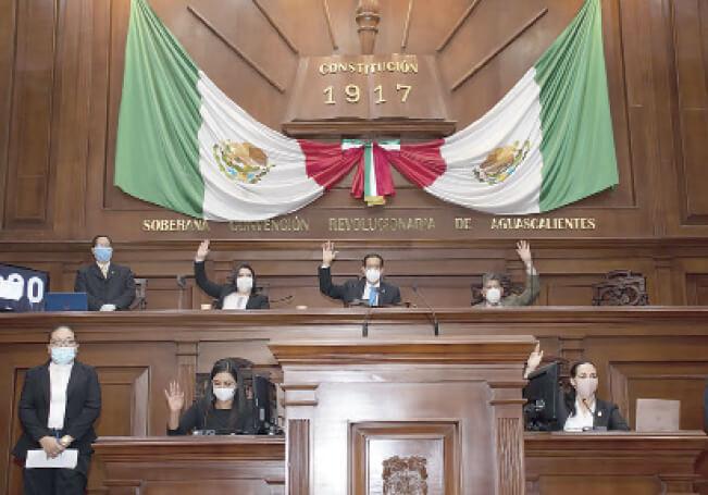 Diputados durante una sesión en el Congreso del Estado de Aguascalientes.