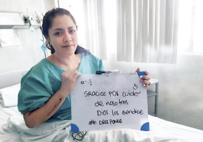 La doctora Ponce poco antes de salir del hospital.
