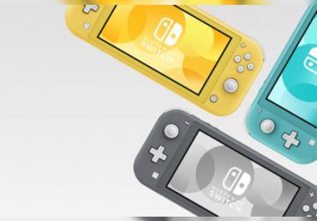 La pantalla tiene un tamaño de 5,5 pulgadas y el peso de la consola portátil es de unos 277 gramos, con una batería que dura entre 3 y 7 horas, dependiendo de los videojuegos que se activen.