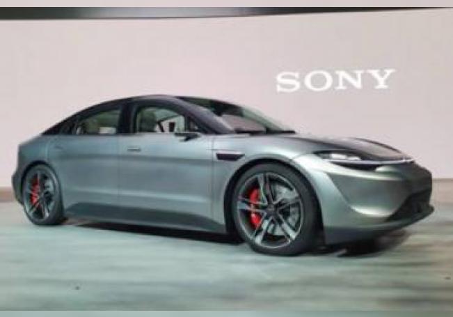 El Vision-S puede acelerar de 0 a 100 kilómetros por hora en 4,8 segundos y alcanzar una velocidad máxima de 240 kilómetros por hora.
