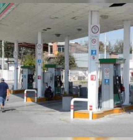 Varias estaciones de servicio tenían suspendida la actividad comercial por falta de producto