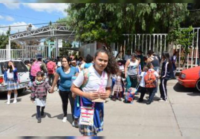 Al llegar a su fin las vacaciones en todo el sistema educativo y regresar a clases 300,000 alumnos, así como más de 20,000 maestros