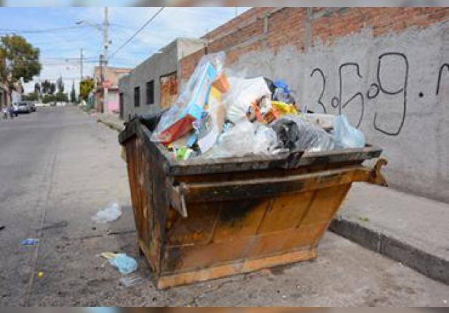 Reportan caso de contenedores llenos por las fallas en la recolección.