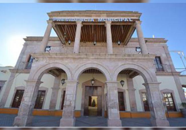 Las autoridades se asignaron 1 millón 230 mil pesos como finiquito dejando al municipio endeudado.