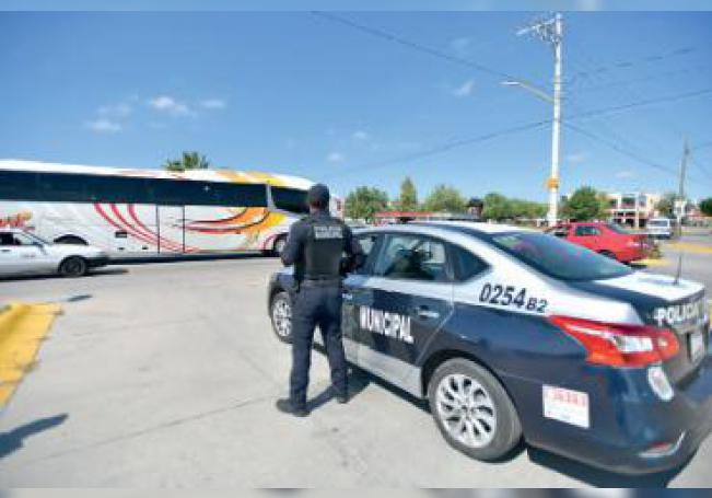 Un agente durante el operativo de seguridad instalado durante el Torneo de la Amistad en la ciudad.