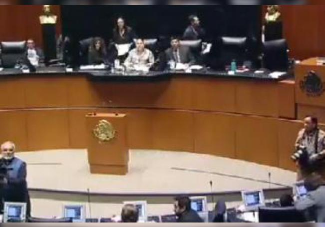 A nombre del grupo mayoritario en la Cámara Alta del Congreso de la Unión, la senadora Lilia Margarita Valdez Martínez cuestionó la posición inhumana y violatoria de derechos que fijó el gobernador de Aguascalientes sobre las personas que no siendo ni radicando en el Estado acudan a las instituciones públicas del Sector Salud.