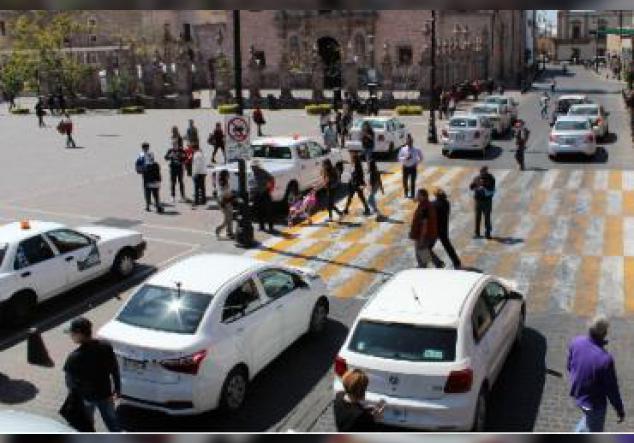 Dejaron sus autos estacionados en la calle Madero por 30 minutos.