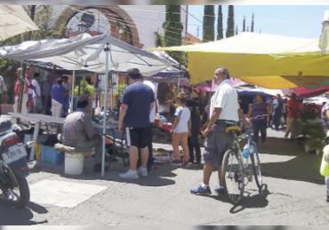 El tianguis ubicado afuera del mercado de San Felipe.