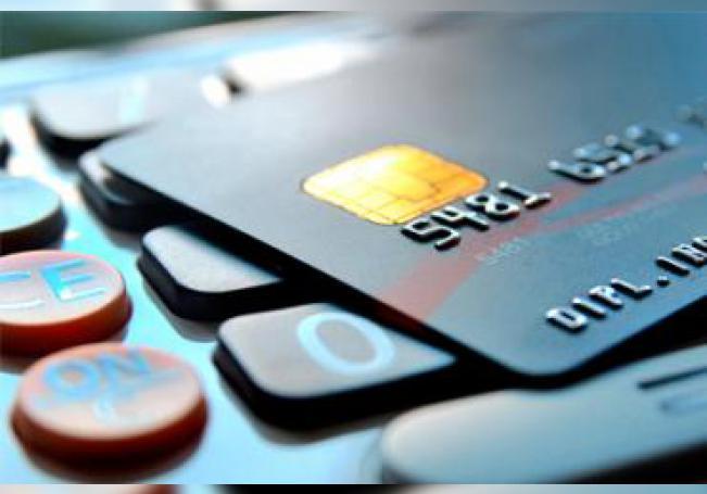 Especialistas recomiendan a la población a no abusar de las compras con tarjeta de crédito durante esta contingencia.