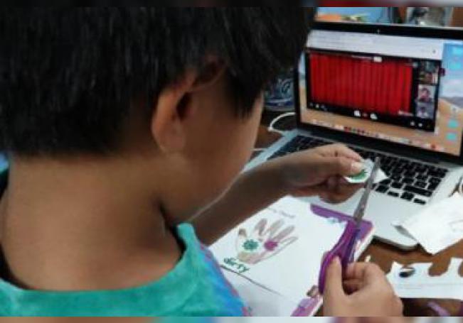 Con clases en línea los estudiantes terminaron su año escolar.