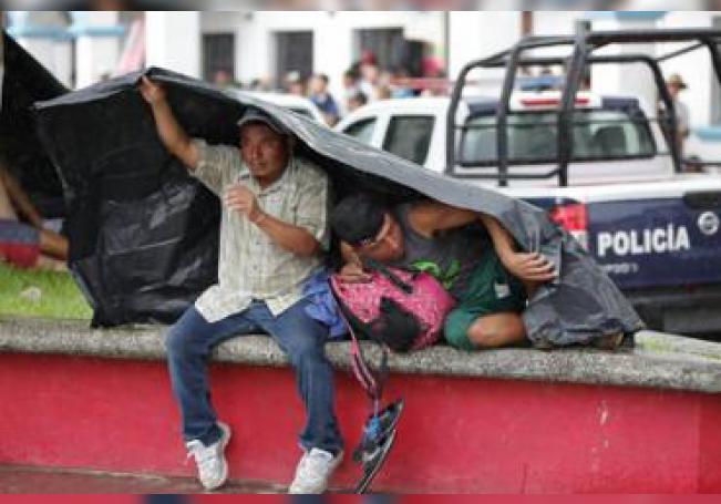 Migrantes hondureños descansan el lunes 22 de octubre de 2018, en la población de Huxtla, en el estado de Chiapas (México)