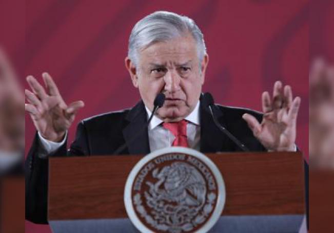 El presidente de México, Andrés Manuel López Obrador, habla durante su rueda de prensa matutina, en el Palacio Nacional, en Ciudad de México (México). EFE/Archivo