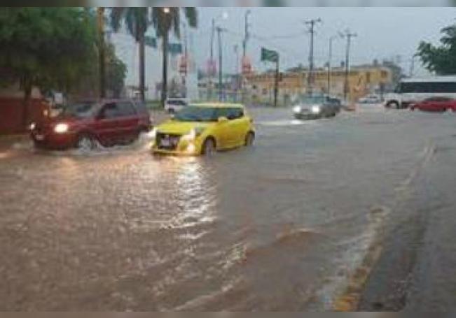 Amenaza con fuerte lluvias con descargas eléctricas y ya ha causado algunas inundaciones en los estados nororientales del país