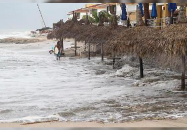 Priscilla tocó tierra en un punto cercano a la población de El Paraíso con vientos de 65 kilómetros por hora y rachas de 85 kilómetros por hora, indicó el servicio en su reporte de las 15.15 horas (20.15