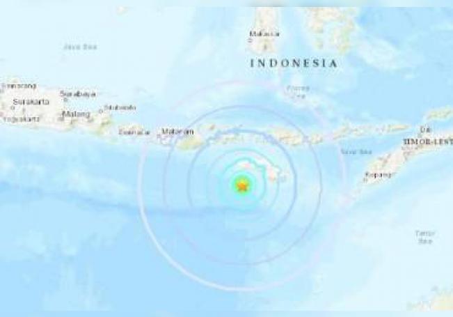 El servicio sismológico indonesio, BMKG, calibró la magnitud del seísmo en 6,0.