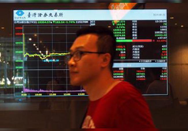 La Bolsa de Hong Kong bajó hoy un brusco un 1,91 % uniéndose a los descensos en las bolsas asiáticas, golpeadas por el recrudecimiento de la guerra comercial entre China y Estados Unidos.