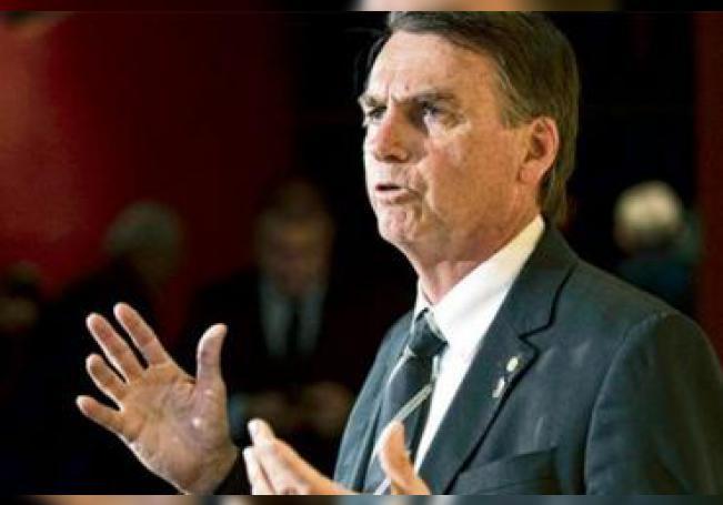 El presidente de Brasil dijo que buscará soluciones permanente para combatir los incendios en la zona.