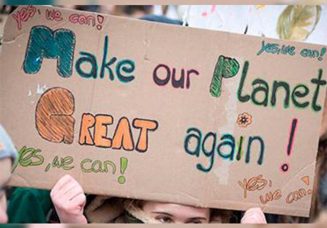 Miles de jóvenes estudiantes, en gran parte adolescentes, arrancaron este viernes en la plaza Foley de Nueva York la denominada