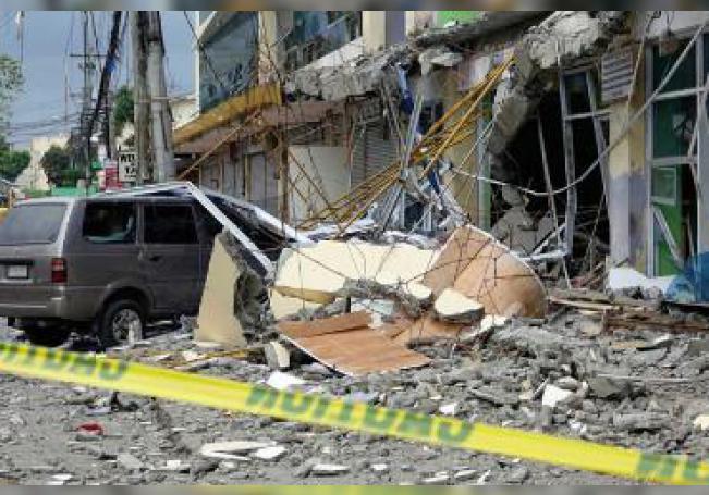 El terremoto estuvo seguido de unas 226 réplicas y de un segundo temblor de 5,2, según Phivolcs.