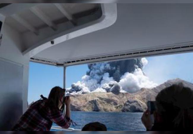 Al menos cinco personas han muerto a causa de la erupción este lunes del volcán Whakaari, en una isla deshabitada en el noreste de Nueva Zelanda.