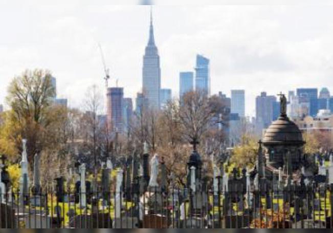 Con una población de 19 millones de habitantes, Nueva York tiene unos 815 casos por cada 100.000 habitantes, muy por encima de los 326 de España, donde viven unos 47 millones de personas.