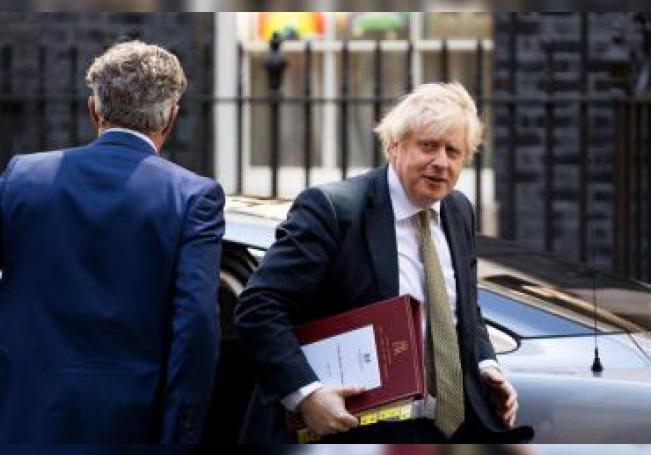 El líder del Ejecutivo conservador compareció hoy por primera vez ante el Parlamento tras su regreso al trabajo, recuperado del coronavirus y después del nacimiento de su hijo.