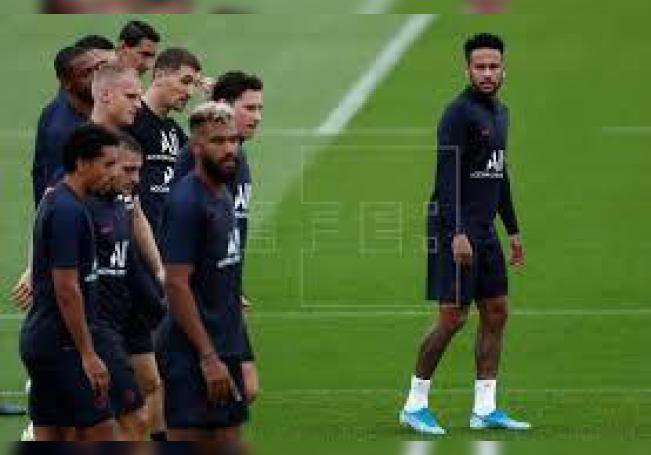 Le Parisien toma posición claramente este lunes en favor de que el astro brasileño siga con el club de la capital francesa