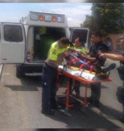 El motociclista de 17 años tuvo que ser hospitalizado tras el percance.