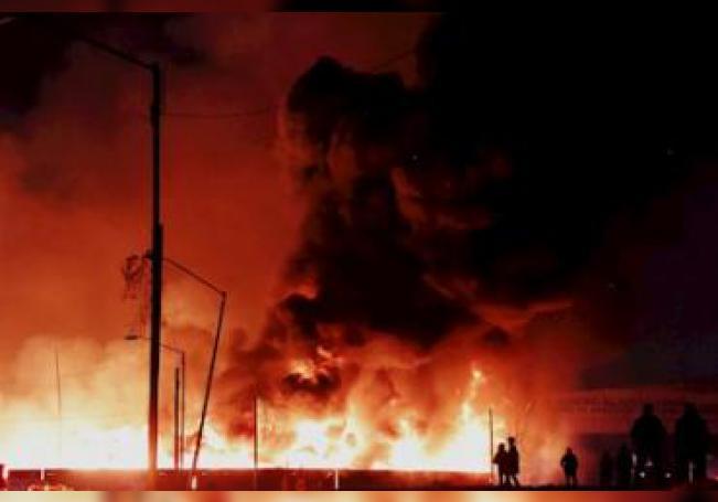 Fotografía de un incendio en la Central de Abastos este martes en Ciudad de México.