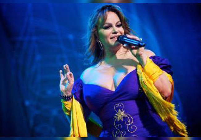 Los seguidores de Jenni Rivera tienen desde este martes la oportunidad de escuchar el primer tema inédito de la fallecida Diva de la banda