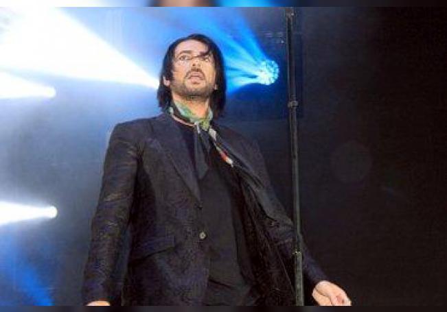 El ex-integrante de la banda chilena La Ley, durante su presentación.