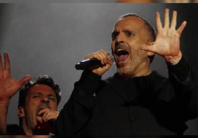 El cantante cree que la pandemia es una estrategia de control por parte de los gobiernos.